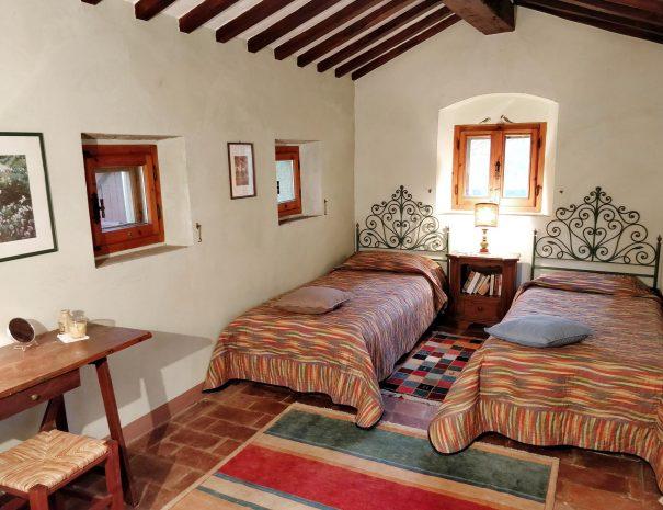 16-Le-Volpaie-bedroom2
