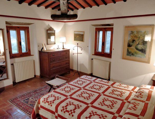 17-Le-Volpaie-bedroom3