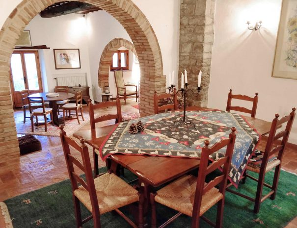 7-Le-Volpaie-dining-room