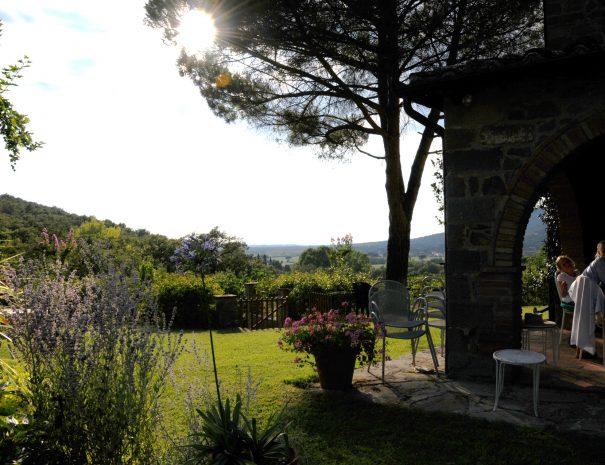 Dining-al-fresco-le-Volpaie