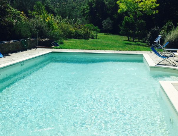 Le-Volpaie-private-villa-Cortona-swimming-pool-garden