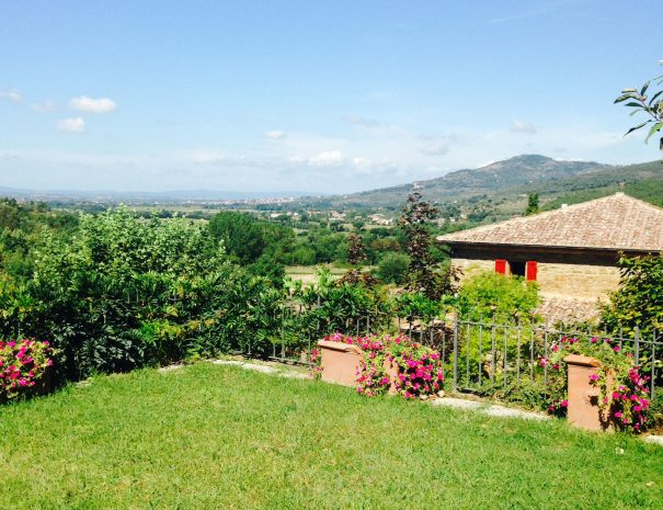 Le-Volpaie-private-villa-Cortona-view-from-the-garden